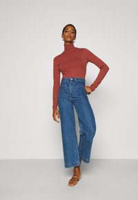 Vero Moda Tall - VMHAPPY BASIC ROLLNECK - Jumper - mahogany - 1
