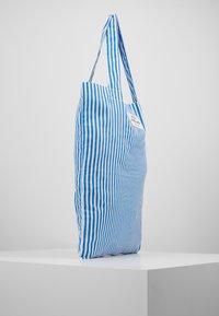 Mads Nørgaard - ATOMA - Tote bag - blue/white - 3