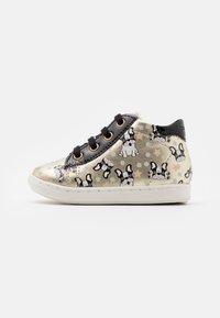 Shoo Pom - BOUBA DUCK - Chaussures premiers pas - platine/black - 0