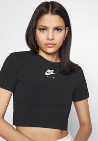 Nike Sportswear - AIR CROP - Triko spotiskem - black/white - 3