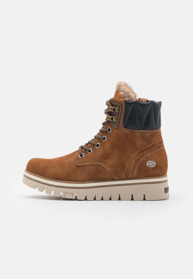 Kotníkové boty na platformě - cognac/braun