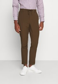 Isaac Dewhirst - THE RELAXED SUIT  - Suit - brown - 4