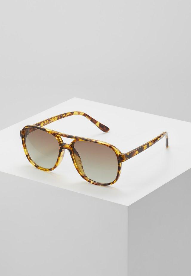 NELL - Okulary przeciwsłoneczne - brown