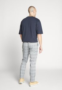 Topman - WHYATT - Pantaloni - grey - 2