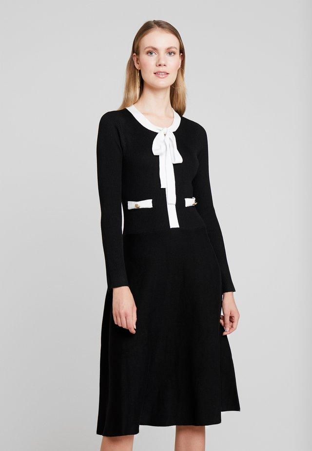 NAJA - Gebreide jurk - black