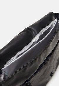 SURI FREY - JESSEY PLANE - Across body bag - black - 2