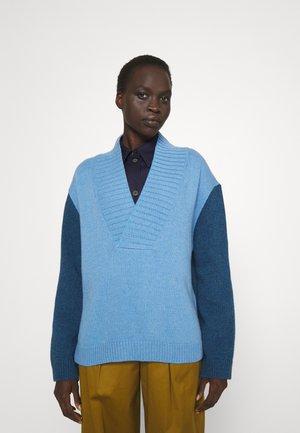 V NECK - Sweter - blue