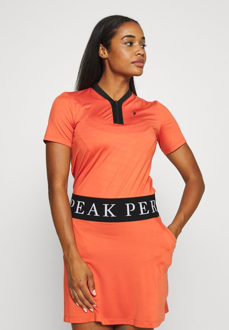 Peak Performance - WTURFZIPSS - Triko s potiskem - clay red