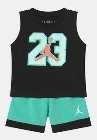 Jordan - VARSITY PATCHES SET UNISEX - Sports shorts - tropical twist - 0