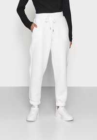 Noisy May Petite - NMPERCY PANT - Tracksuit bottoms - bright white - 0