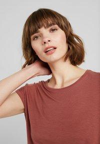 Vero Moda - VMAVA PLAIN - T-shirt basic - mahogany - 4
