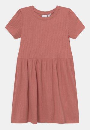 NMFHANILLA DRESS - Jersey dress - desert sand