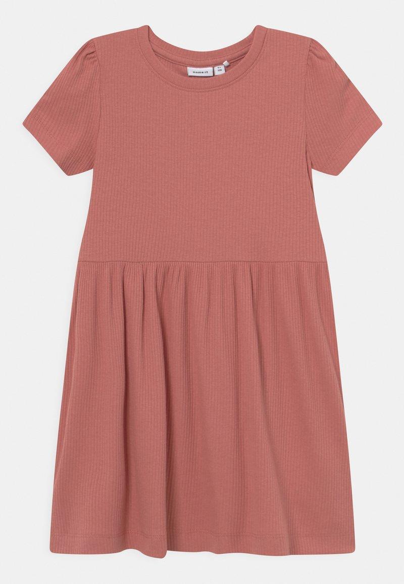Name it - NMFHANILLA DRESS - Žerzejové šaty - desert sand