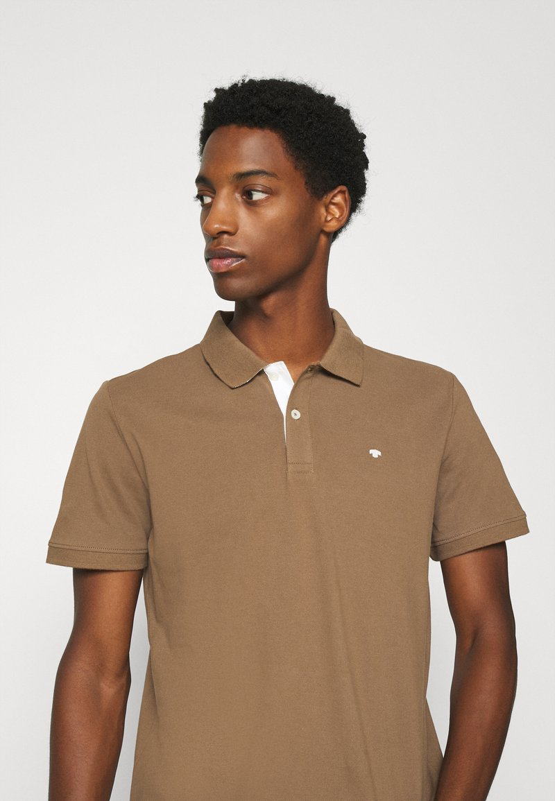 TOM TAILOR BASIC WITH CONTRAST - Poloshirt - brown oak/braun rUiqzE