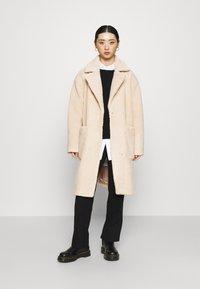 Selected Femme Petite - SLFNEW NANNA TEDDY JACKET  - Classic coat - sandshell - 0