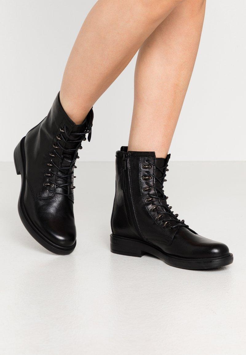 MJUS - Šněrovací kotníkové boty - nero