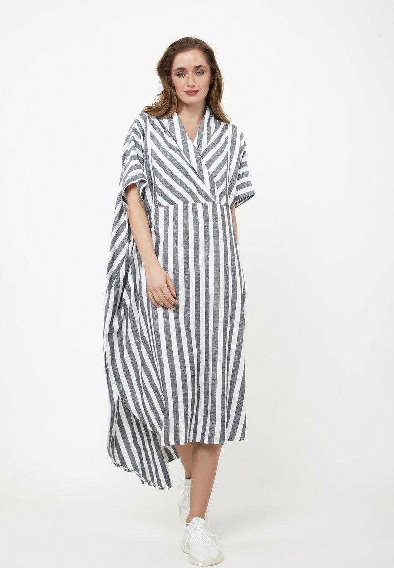 Madam-T - KORNA - Maxi dress - schwarz/weiß