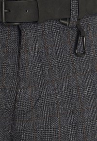 TOM TAILOR DENIM - STRUCTURED - Chino kalhoty - navy grindle - 2