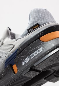 New Balance - MS997 - Sneakers - grey/blue - 5