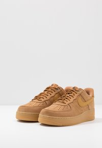 Nike Sportswear - AIR FORCE 1 '07 - Sneakers laag - flax/wheat/light brown/black/team gold - 2