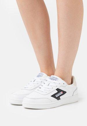 FLASH - Sneakers - white/black