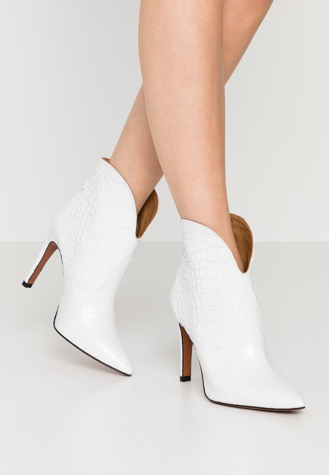 High heeled ankle boots - blanco