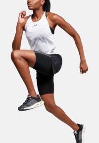 Under Armour - W UA RUSH RUN 2-IN-1 SHORT - Sports shorts - black - 1