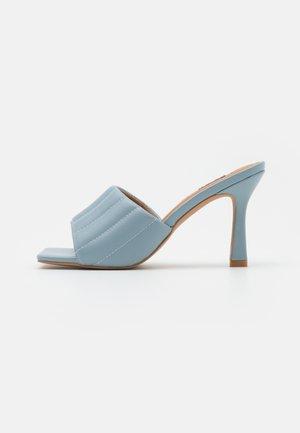 STRAIGHT QUILT STILETTO - Ciabattine - light blue