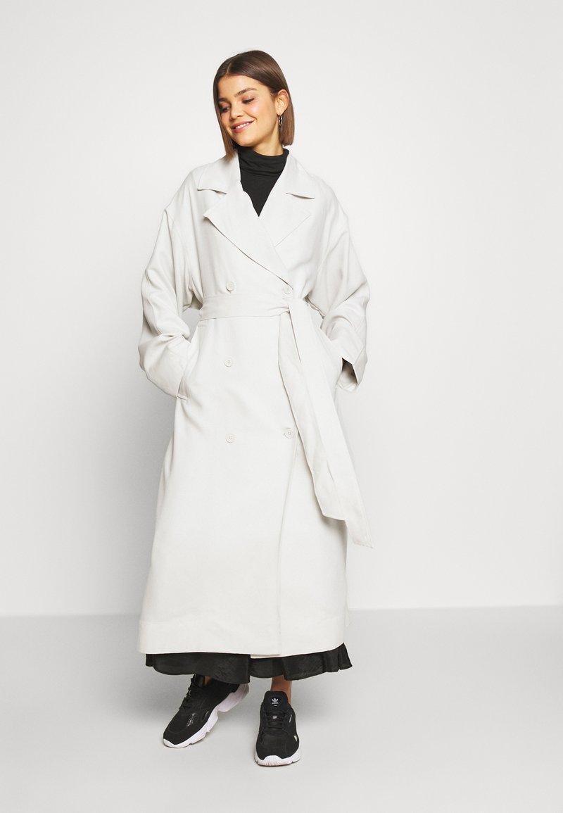 Weekday - KARLEE COAT - Trenchcoat - light beige