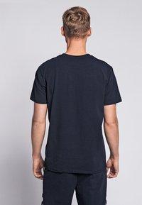 Hummel - HMLSIGGE - Print T-shirt - black iris - 2