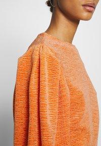 Monki - OLLY - Topper langermet - orange - 5