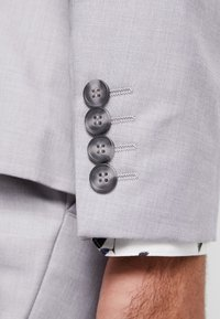 Isaac Dewhirst - FASHION SUIT - Suit - light grey - 12