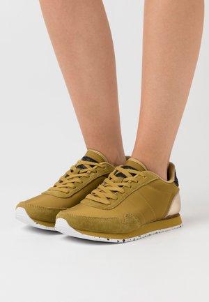 NORA - Sneakers laag - ecru/olive