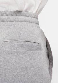 Jordan - M J JUMPMAN CLSCS LTWT PANT - Pantaloni sportivi - carbon heather/white - 4