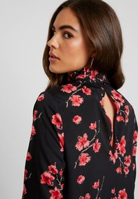 Missguided - HIGH NECK FRILL HEM DRESS FLORAL - Vestido informal - black - 6