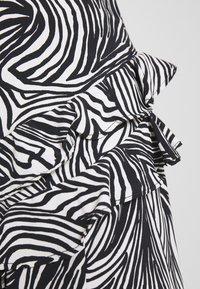 Topshop - RUFFLE ZEBRA MIDAXI SKIRT - A-line skirt - mono - 5