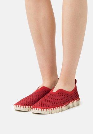 TULIP - Nazouvací boty - deep red