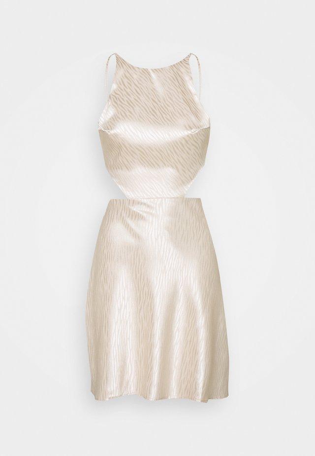 CUT OUT CROSS BACK DRESS - Korte jurk - nude rose