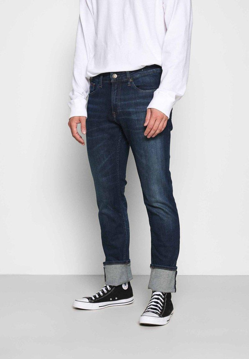 Tommy Jeans - SCANTON SLIM - Slim fit jeans - queens dark blue