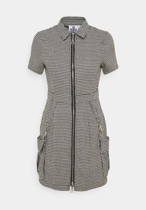 HOUNDSTOOTH SHIRT DRESS STRAPPED POCKETS - Kjole - black/white