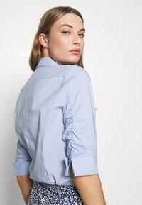 Steffen Schraut - BENITA ESSENTIAL BLOUSE - Button-down blouse - summer cloud - 5