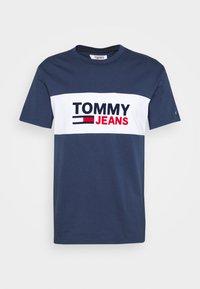 Tommy Jeans - PIECED BAND LOGO TEE - T-shirt z nadrukiem - twilight navy - 4