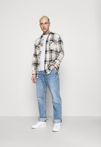Jack & Jones - JJICLIFF JJORIGINAL - Bootcut-farkut - blue denim - 1
