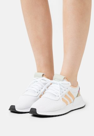 U_PATH X - Sneakers - foowear white/halo amber/core black