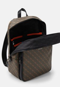 Guess - VEZZOLA BACKPACK UNISEX - Batoh - brown - 2