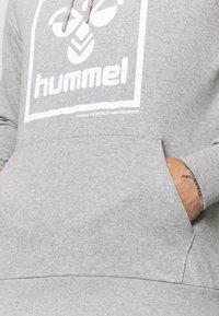 Hummel - HMLISAM HOODIE - Hættetrøjer - grey melange - 5