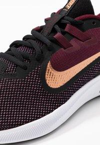 Nike Performance - DOWNSHIFTER  - Obuwie do biegania treningowe - night maroon/metallic copper/black - 5