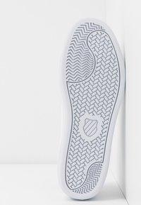 K-SWISS - COURT SHIELD - Sneakers laag - white/silver - 6
