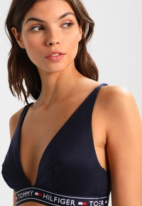 Tommy Hilfiger - ICONS TRIANGLE BRALETTE - Triangle bra - blue - 4