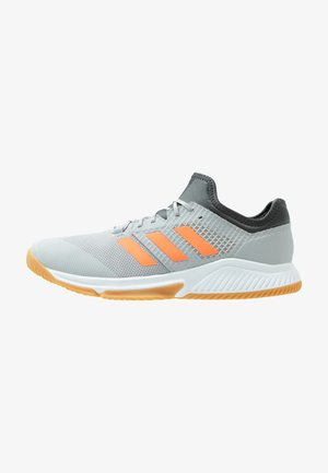 COURT TEAM BOUNCE - Zapatillas de balonmano - grey two/signal coral/grey six